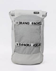 Batoh Aevor Trip Pack Bold White Velké (31 – 50 litrů), Střední (21 – 30 litrů)