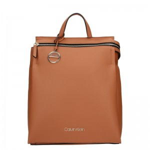 Dámský batoh Calvin Klein Siona – hnědá