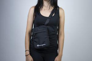 Medium Shoulder Bag Černá
